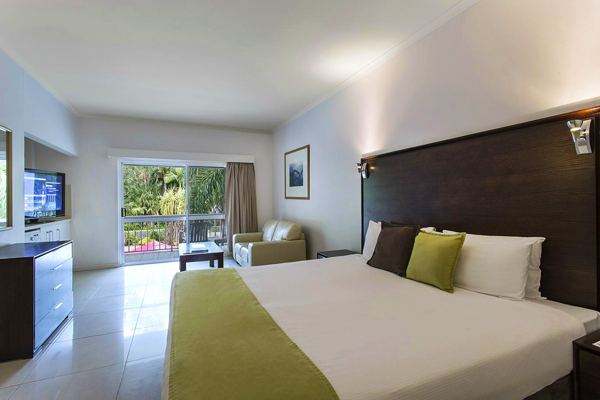 Hotel Grand Chancellor Palm Cove with flights