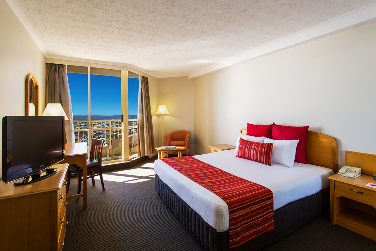 Novotel surfers paradise queensland holiday deal for Classic furniture gold coast