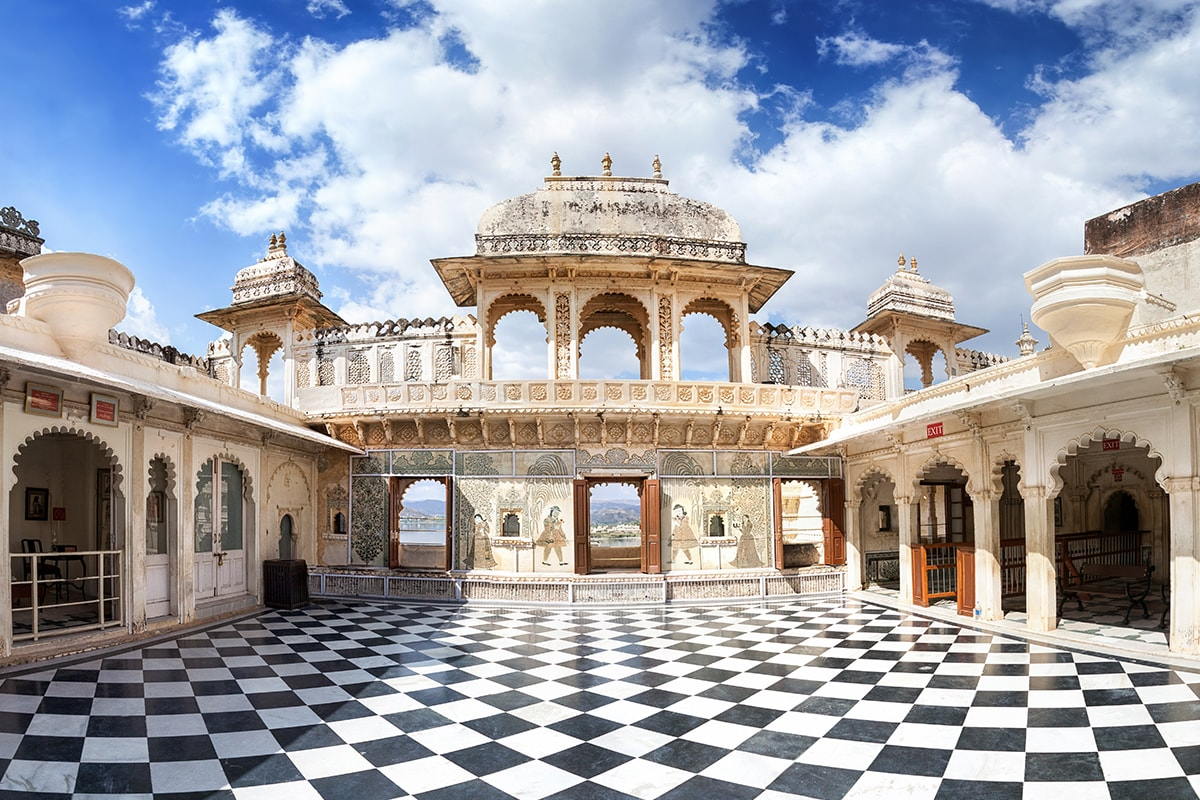 15 Day Royal Rajasthan tour with Qantas or Emirates flights