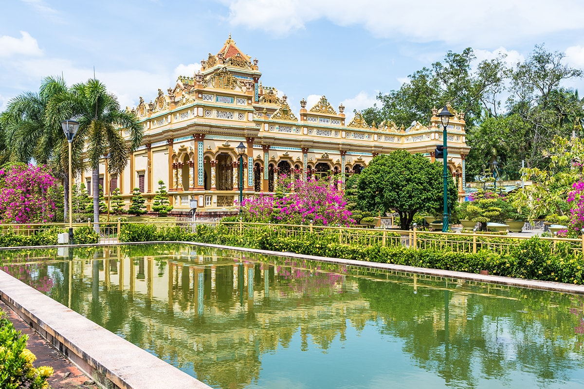 10 Day Southern Vietnam tour & Beach Break with flights