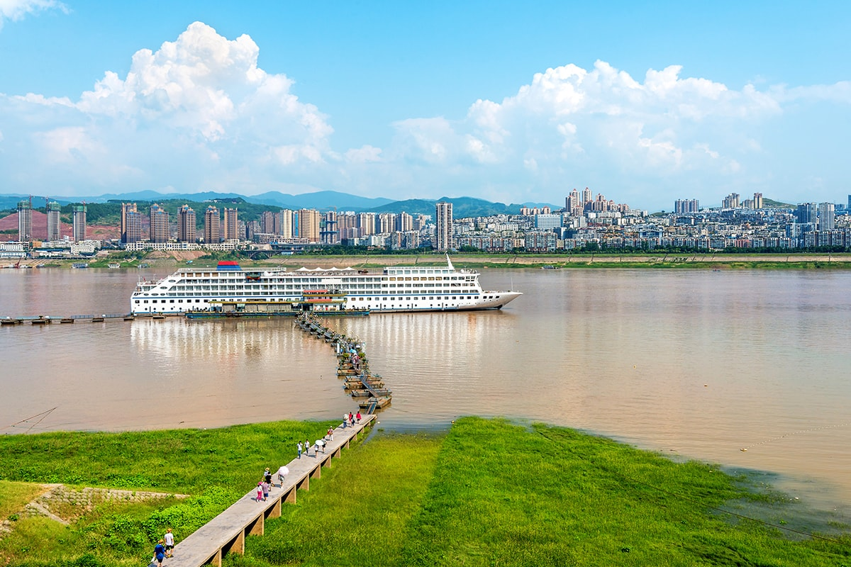 19 day China Uncovered tour with Yangtze Cruise and Qantas flights