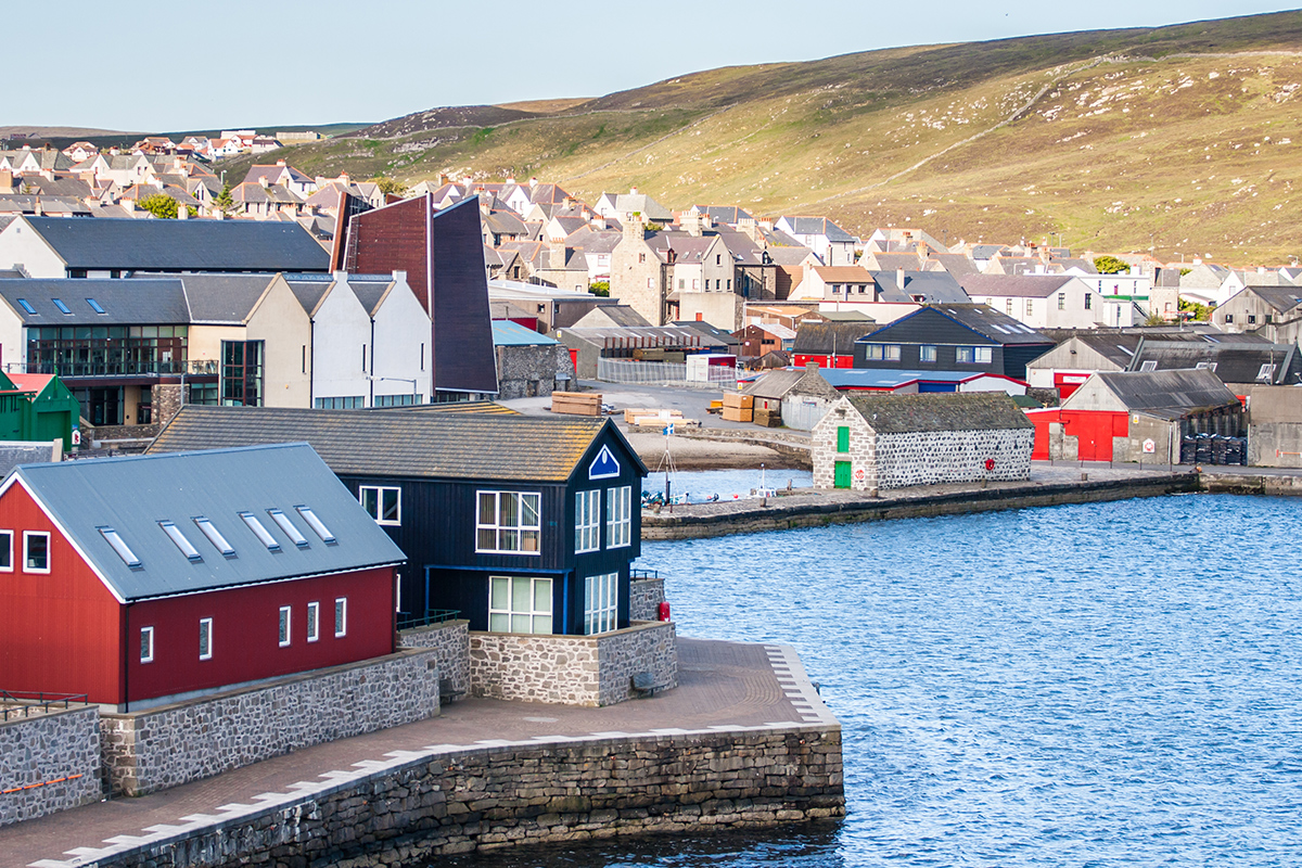 16 day Ireland and Iceland Cruise Package with Flights