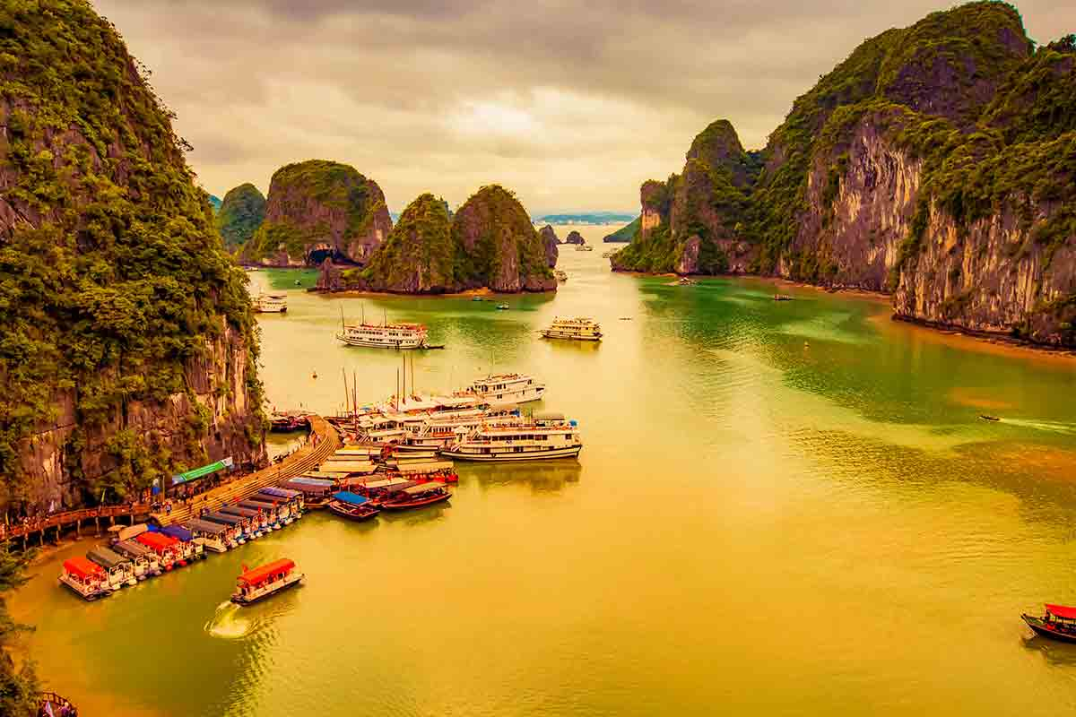18 Day Hong Kong, Vietnam & Philippines Cruise Package with Flights