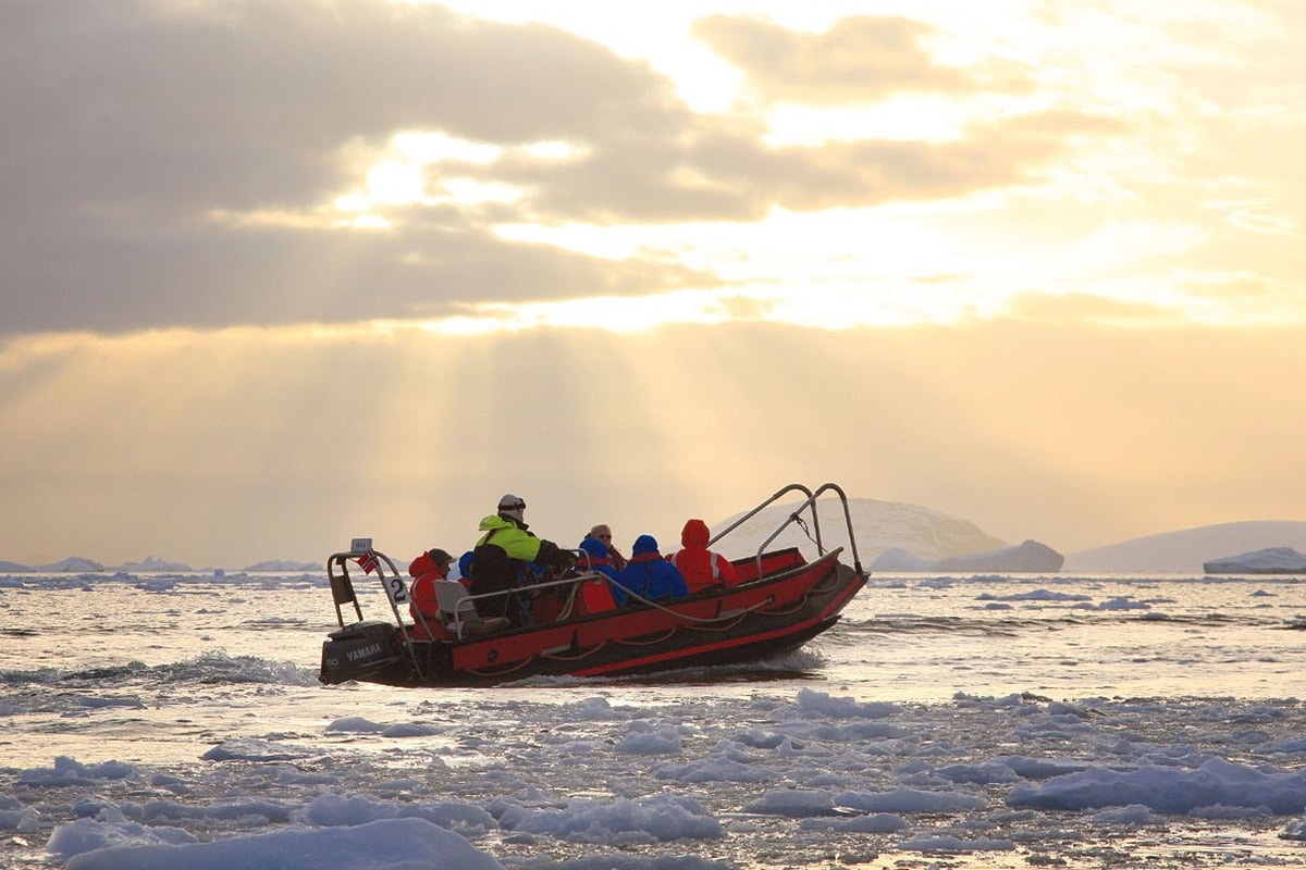 16 day Adventure to Antarctica with Expedition cruise, Buenos Aires and flights