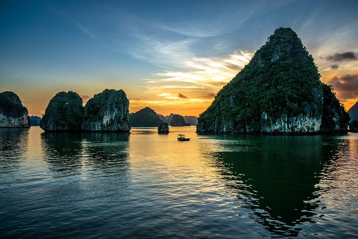 16 day Vietnam tour including Halong Bay and Mekong River cruise with flights