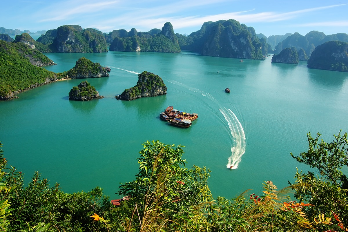 14 day Best of Vietnam tour with Sheraton Nha Trang beach break and flights