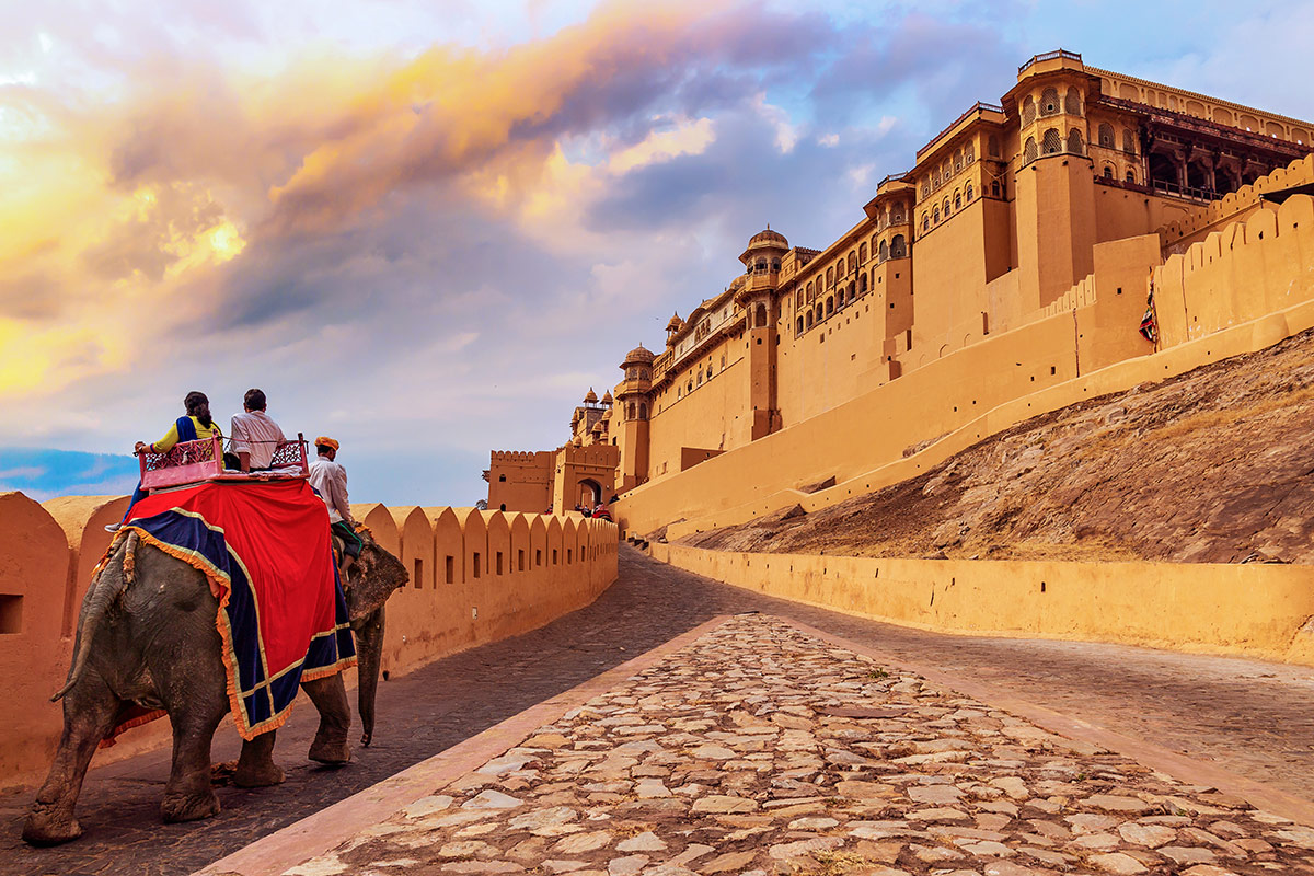 11 day luxury Golden Triangle and Ranthambore Tigers tour with Singapore Airlines flights