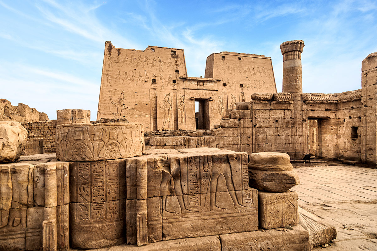 25 day Highlights of the Middle East tour with Nile cruise and flights