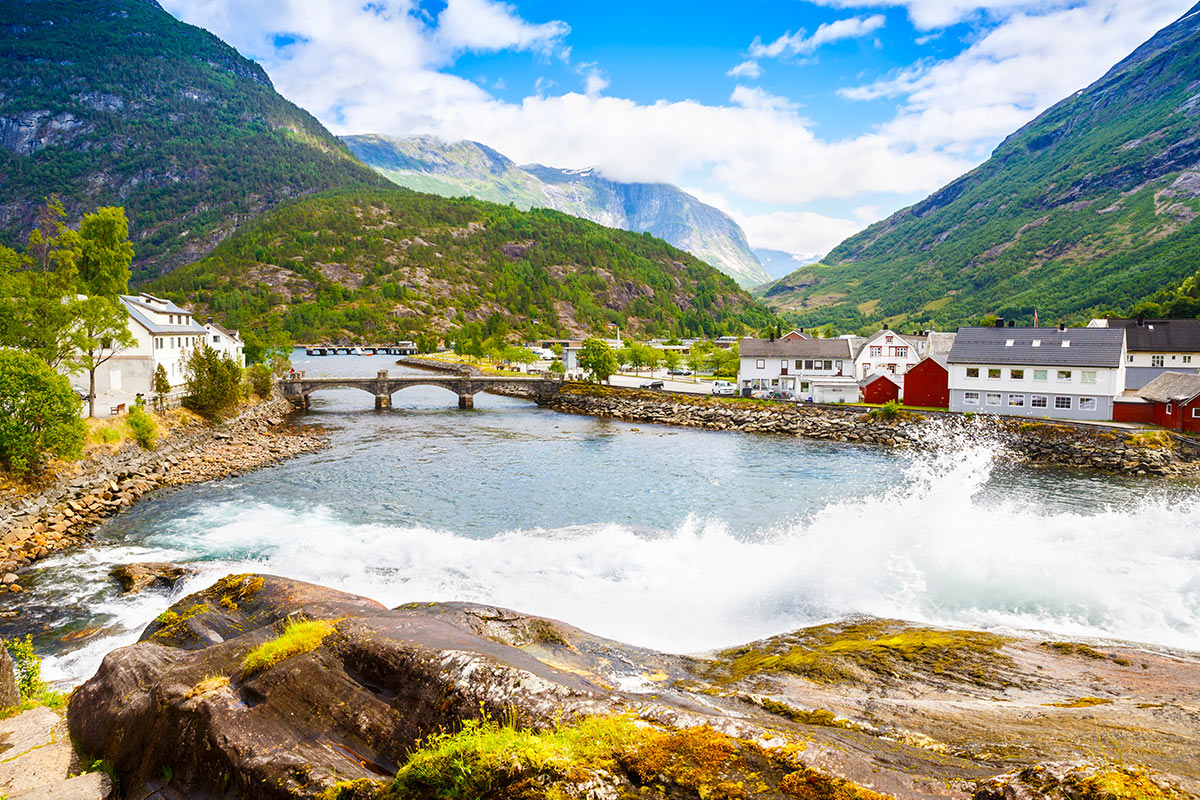 16 day Spectacular Scandinavia tour with Norway cruise and flights