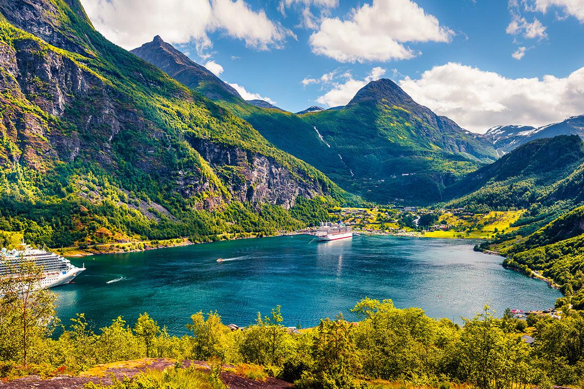 27 day Grand Scandinavia tour with Baltics cruise and flights