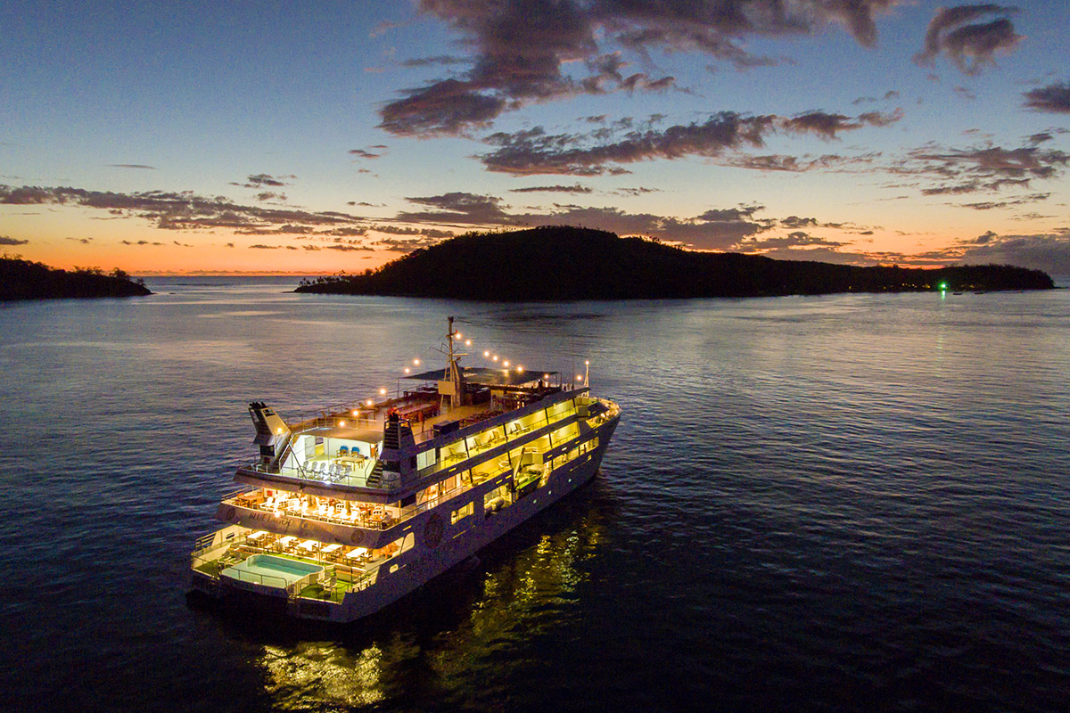 7 day Fiji Islands Blue Lagoon cruise package with flights