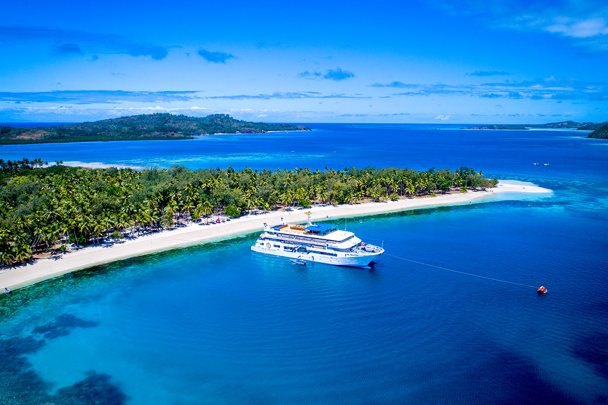 6 day Fiji Islands Blue Lagoon Cruise package with flights