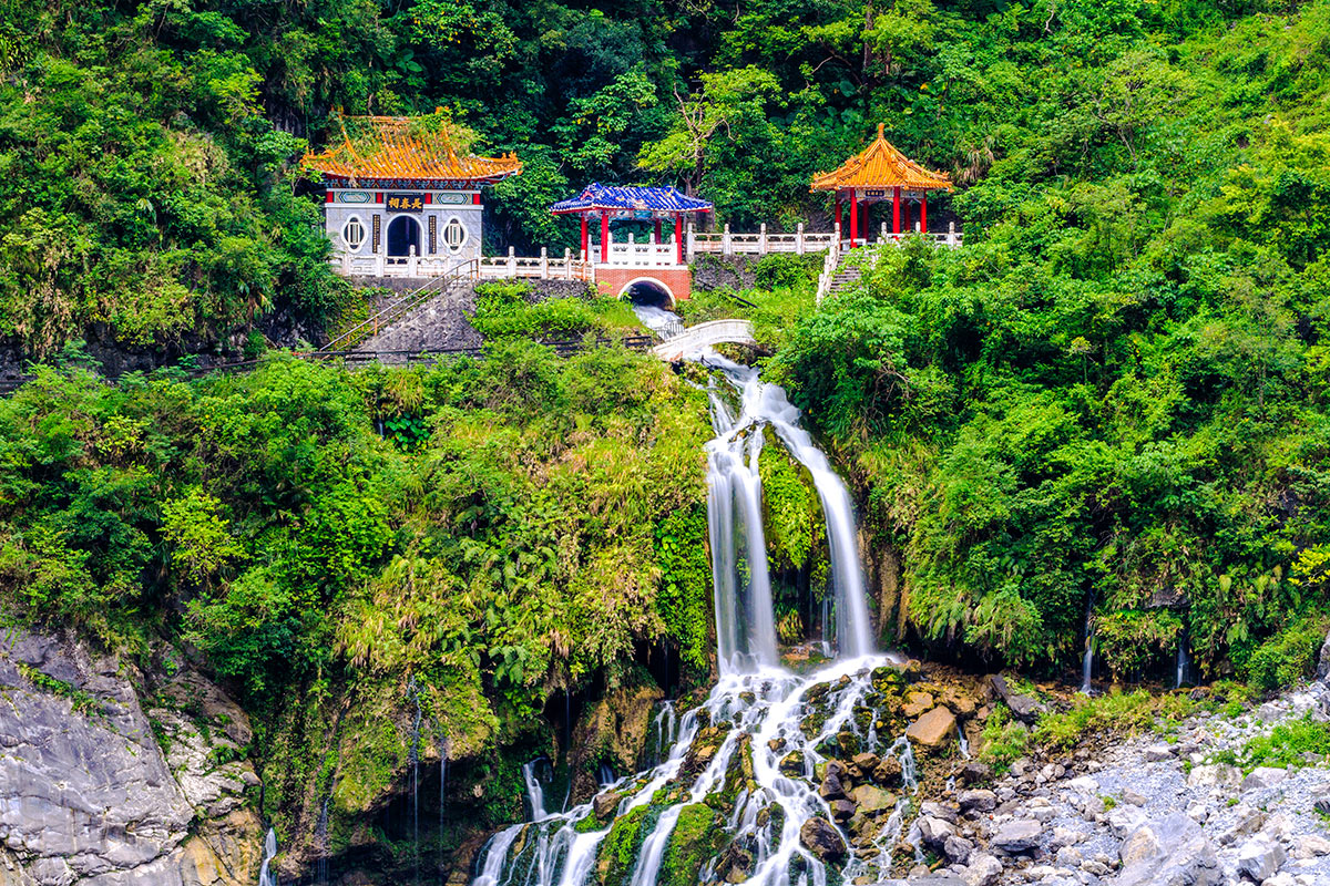 13 day Taiwan tour with 5-star Hong Kong stopover and Cathay Pacific flights