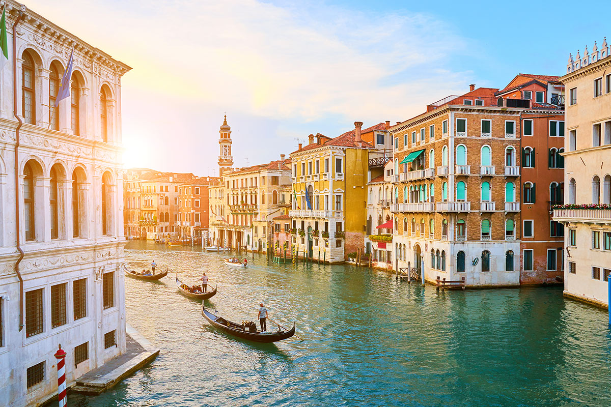 16 day Classic Italy tour with deluxe Greek Islands cruise and flights