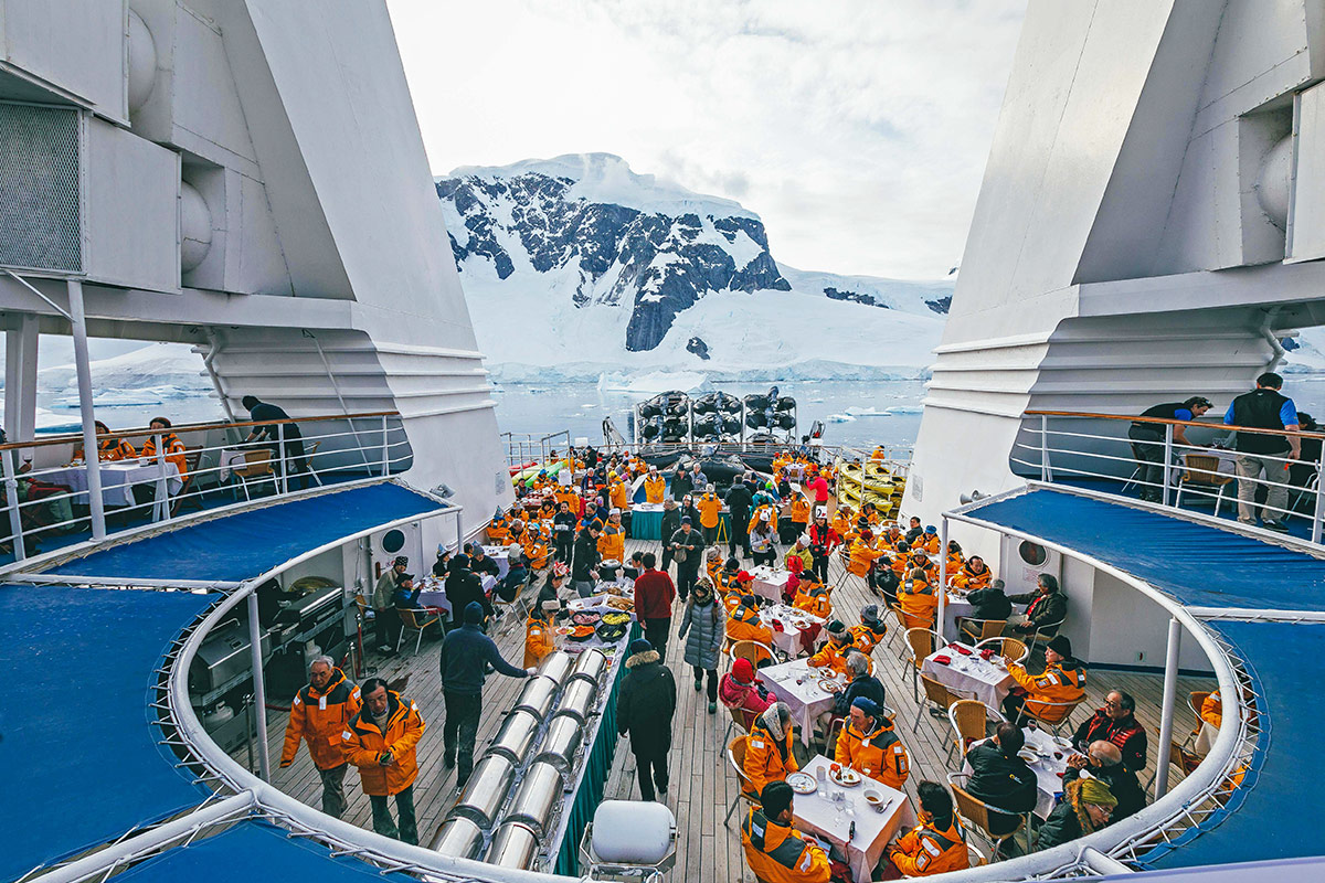 14 day Ultimate Antarctica Expedition cruise plus fly the Drake Passage