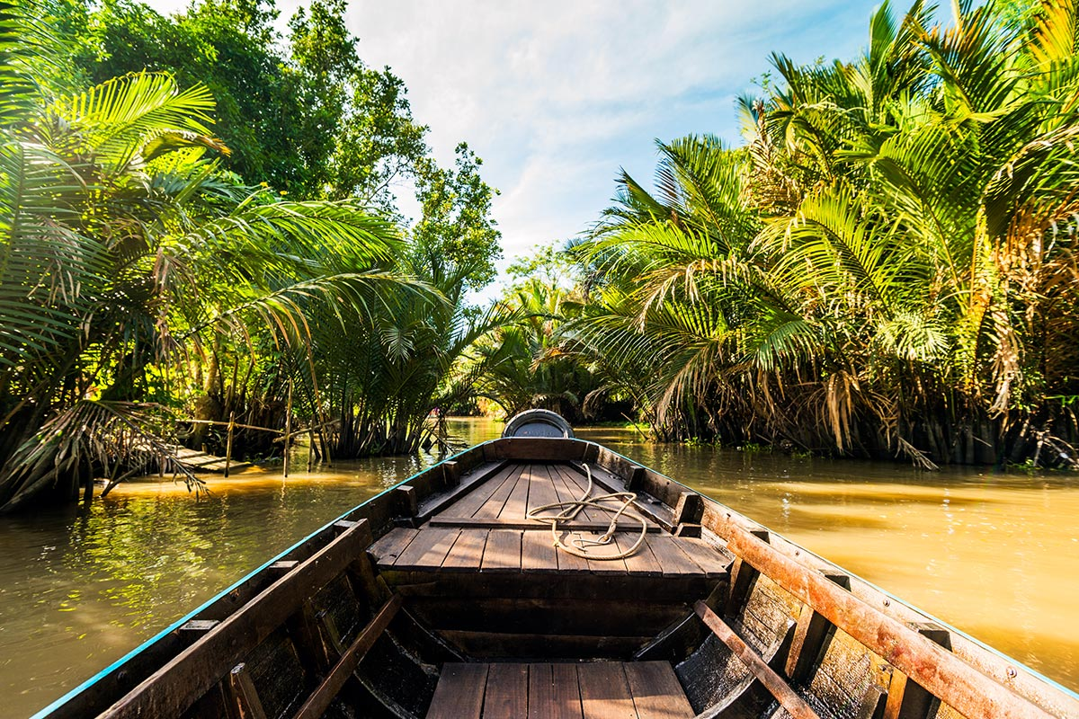 18 day Grand Vietnam tour with flights