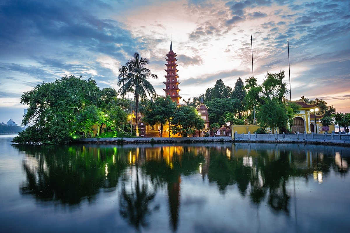 10 day Highlights of Vietnam tour with Halong Bay cruise and flights