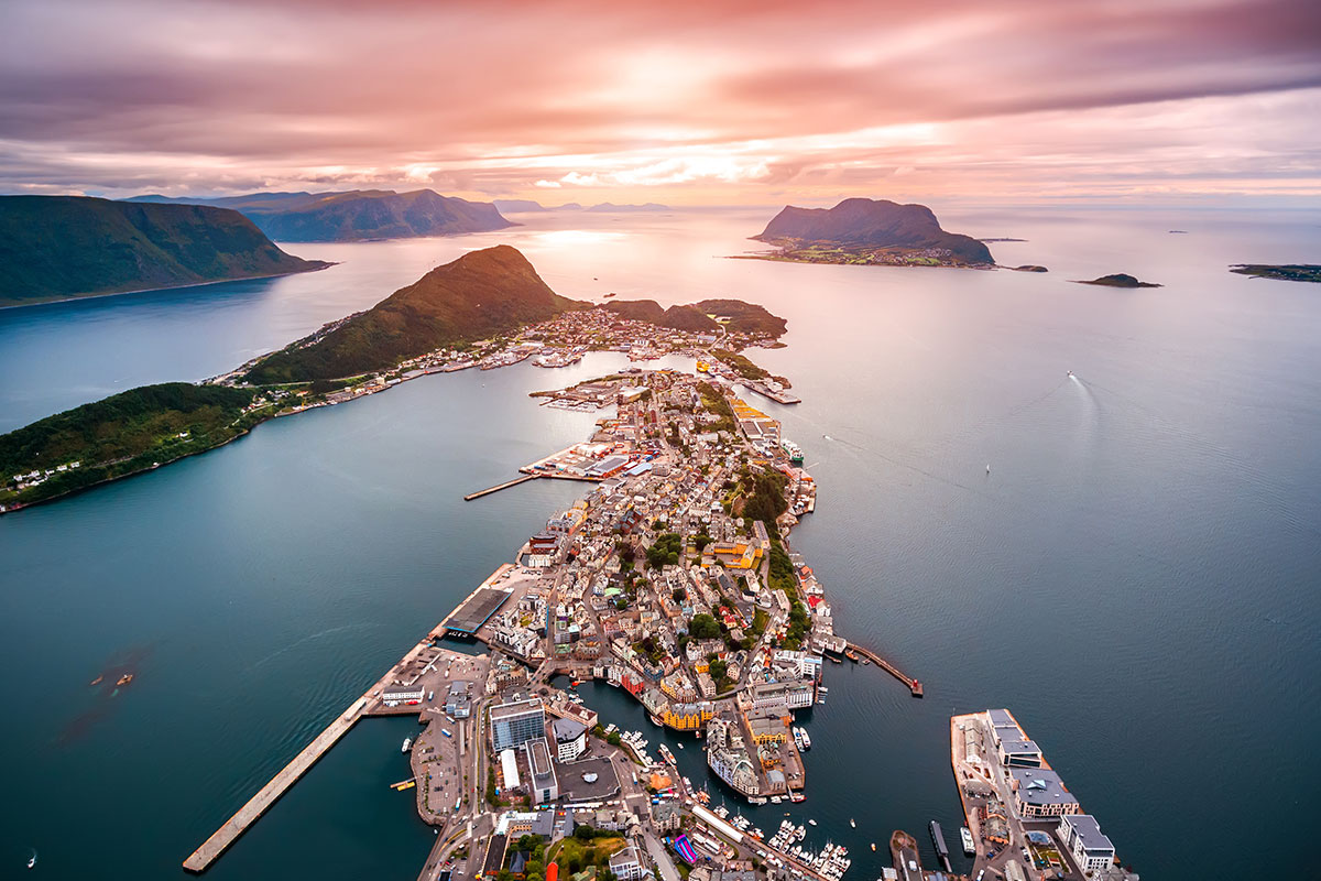 16 day Spectacular Scandinavia tour with Norway coast cruise and flights